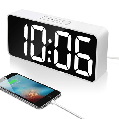 6- Leiqi Digital Alarm Clock with USB